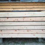 土台に使用される桧材の搬入